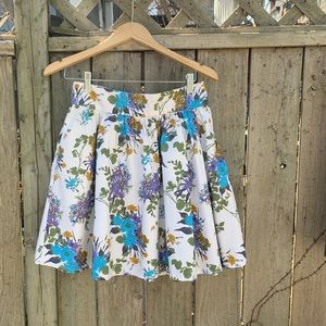 Pretty floral H & M skirt with pockets